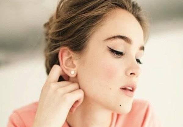 Nốt ruồi dưới cằm của người phụ nữ có ý nghĩa gì