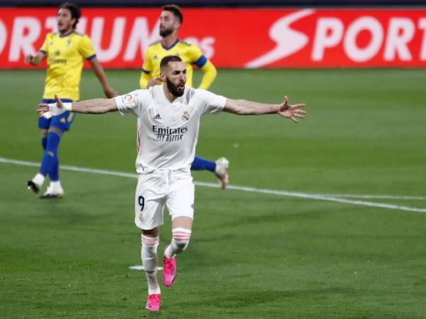 Tin bóng đá tối 22/4: Người hùng Benzema đưa Real lên đỉnh